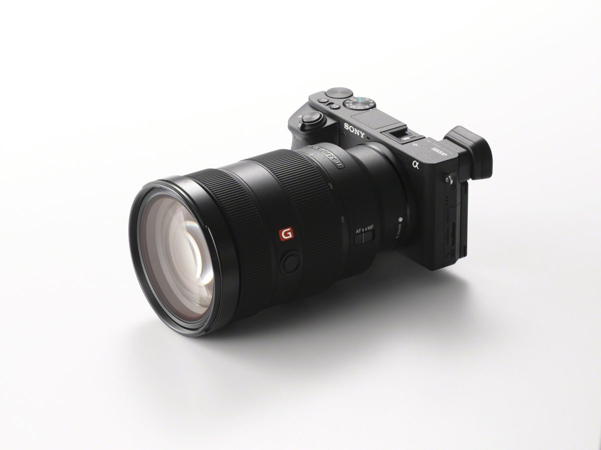 Die Sony Alpha 6500 lässt sich optimal ausstatten und hat einen blitzschnellen Autofokus (Foto: Sony)